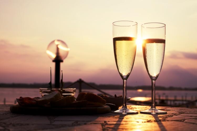 romantic-sun-drink-date.jpg
